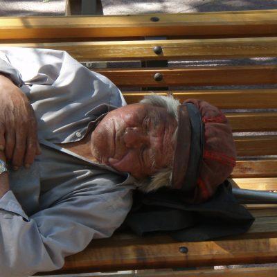 Oude slapende man